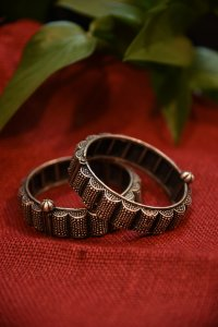 ANTIQUER SMALL EMBOSSED BANGLE - SINGLE