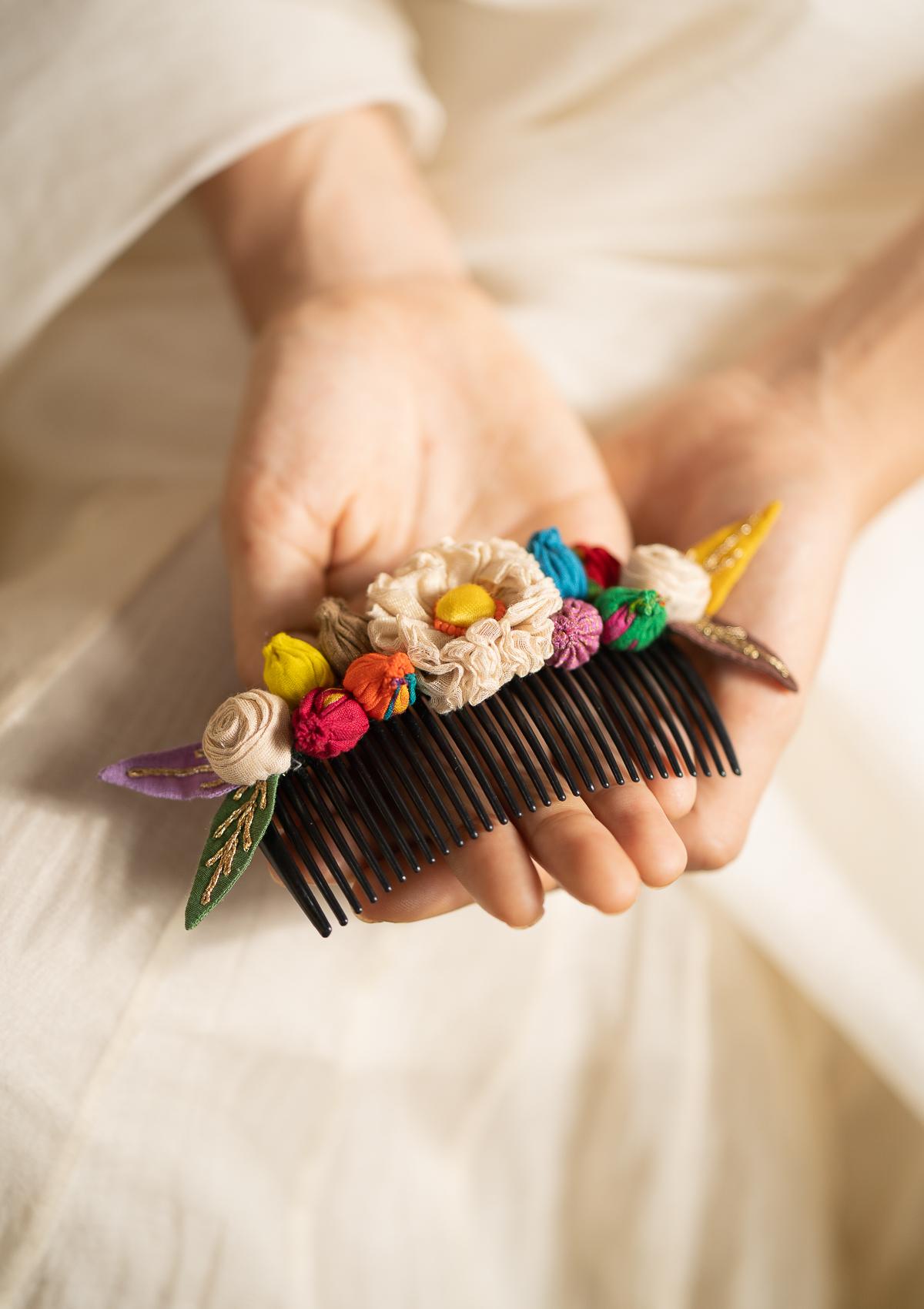 Chirp Floral Comb Clip