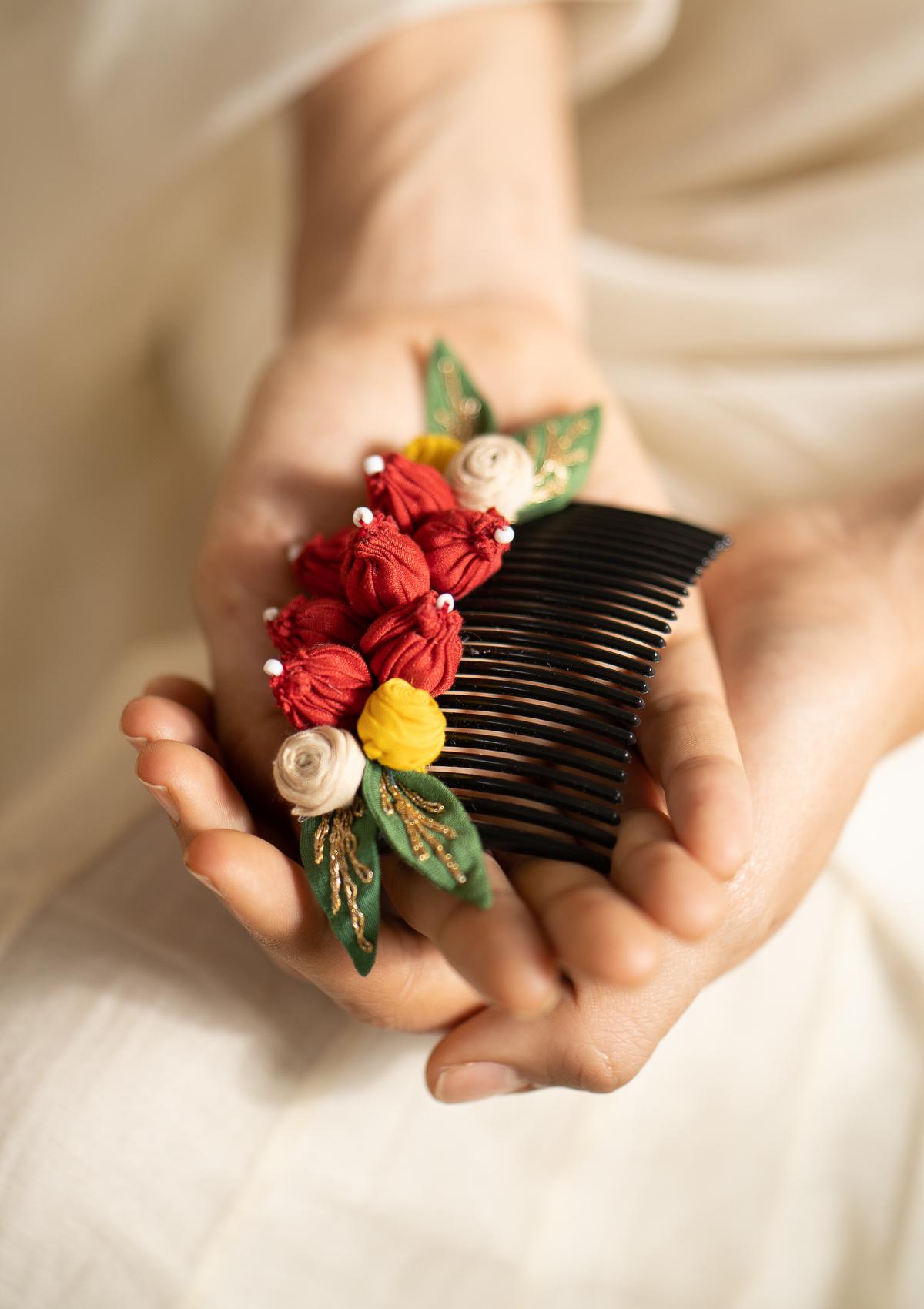 Choir Floral Comb Clip