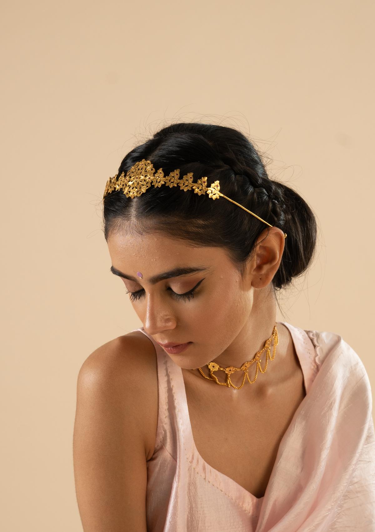 Utsa Gold Tone Silver Hairband