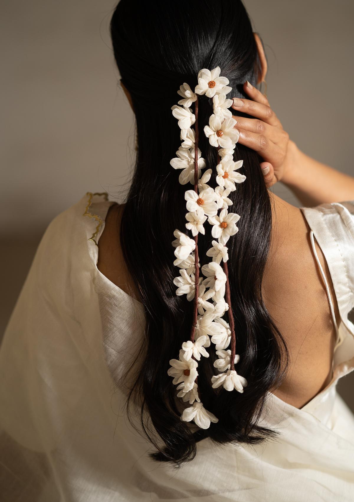 Sarangi White Flower Hair Accessory