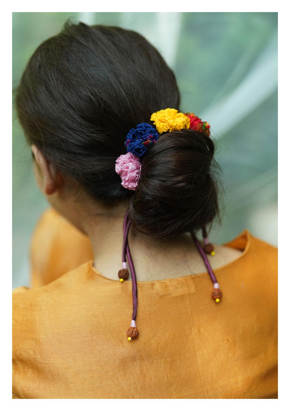 Zinnia Multicolor Textile Gajra