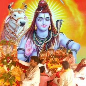 Lord Shiva's Archana with Bilva Leaves