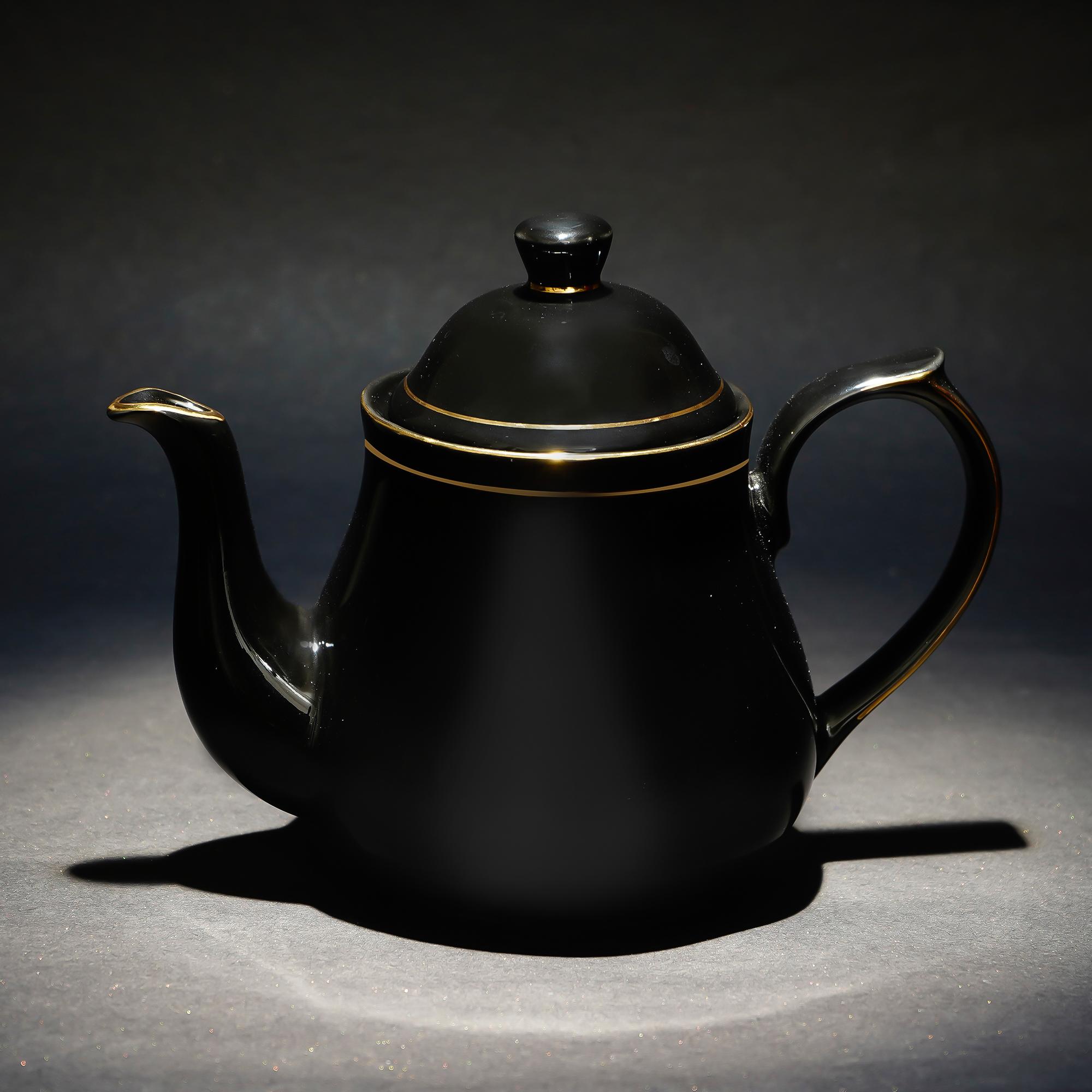 Femora  Bone China   Golden Line Carafe/ Tea Pot
