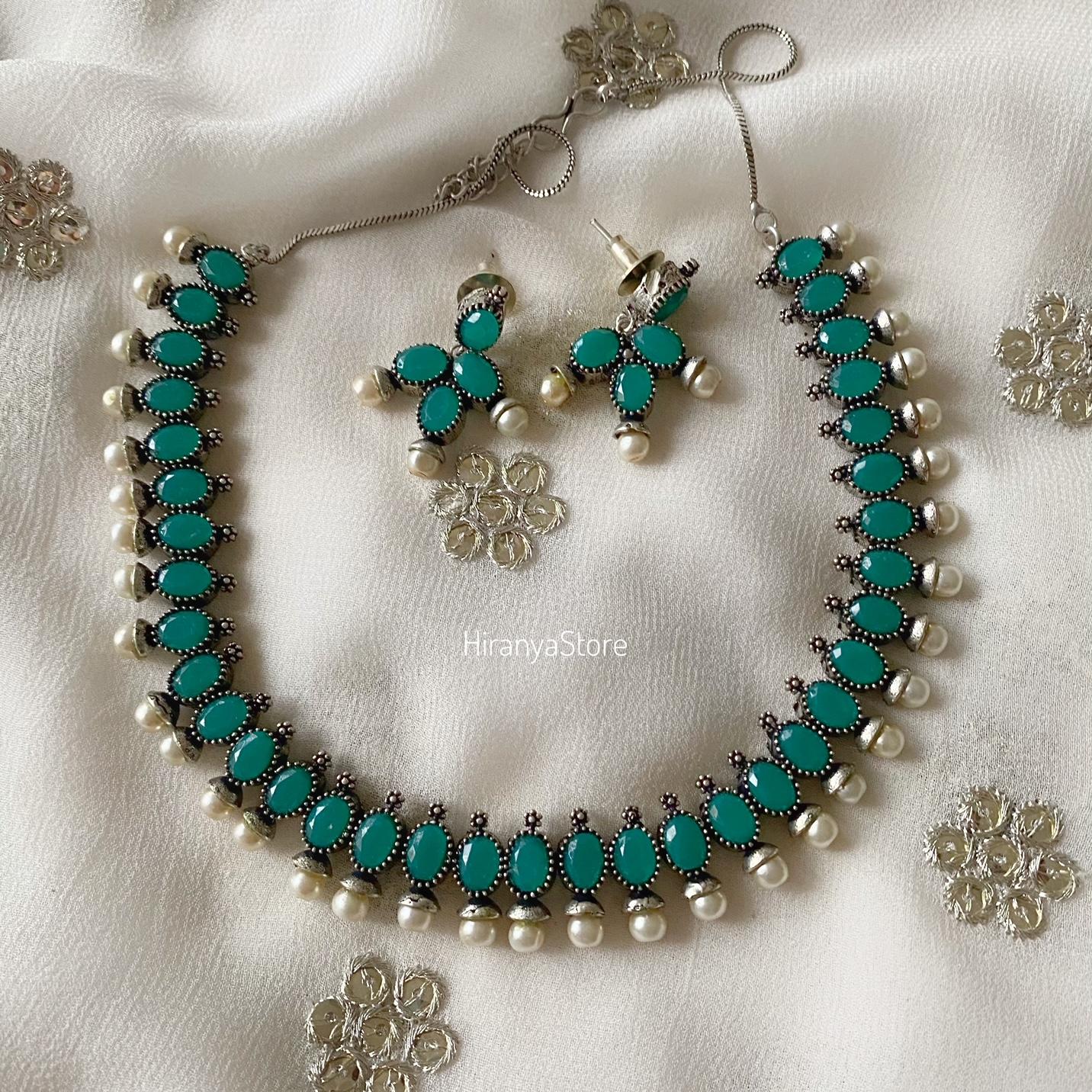 Sleek Necklace Set in Green