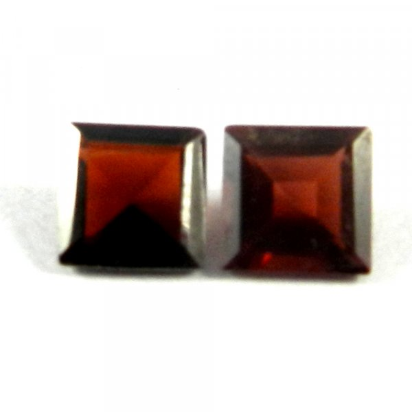 1 Pair Natural Red Garnet 6x6mm Square Cut 2.65 Cts