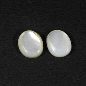 Mother Of Pearl 12x10mm Oval Cabochon 4.25 Cts