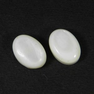 Mother Of Pearl 14x10mm Oval Cabochon 7.05 Cts