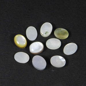 Mother Of Pearl 8x6mm Oval Cabochon 1.12 Cts