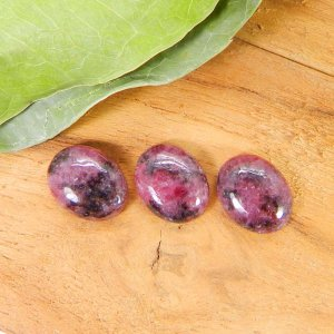 Rhodonite 10x8mm Oval Cabochon 2.85 Cts
