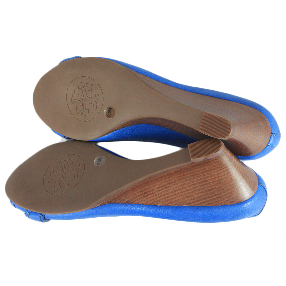 Blue Round Toe Heels Pumps Size: 9.5