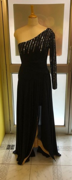One shoulder gown  (Size S)