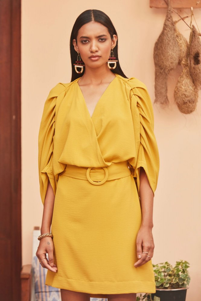 AQUILA YELLOW KNEE LENGTH V-NECK STRAIGHT BRUNCH DRESS WITH 3/4TH SLEEVES AND BELT