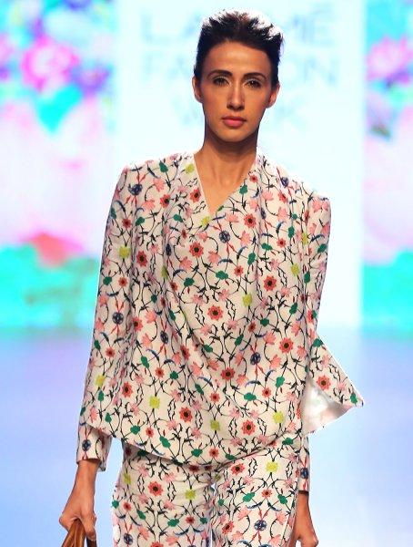 Linen Cross-over Wrap Jacket in Komol print