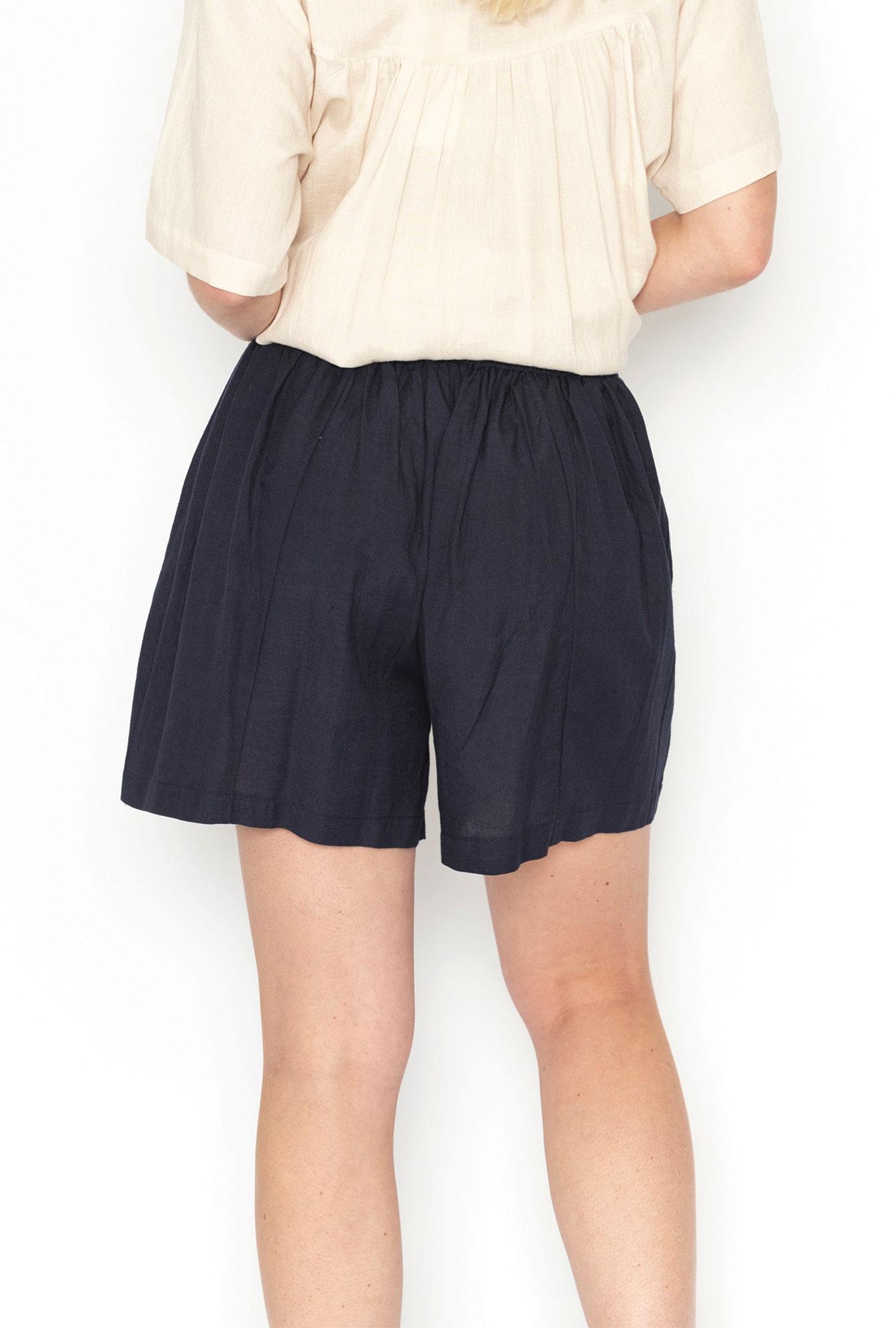 Luna Shorts in Navy