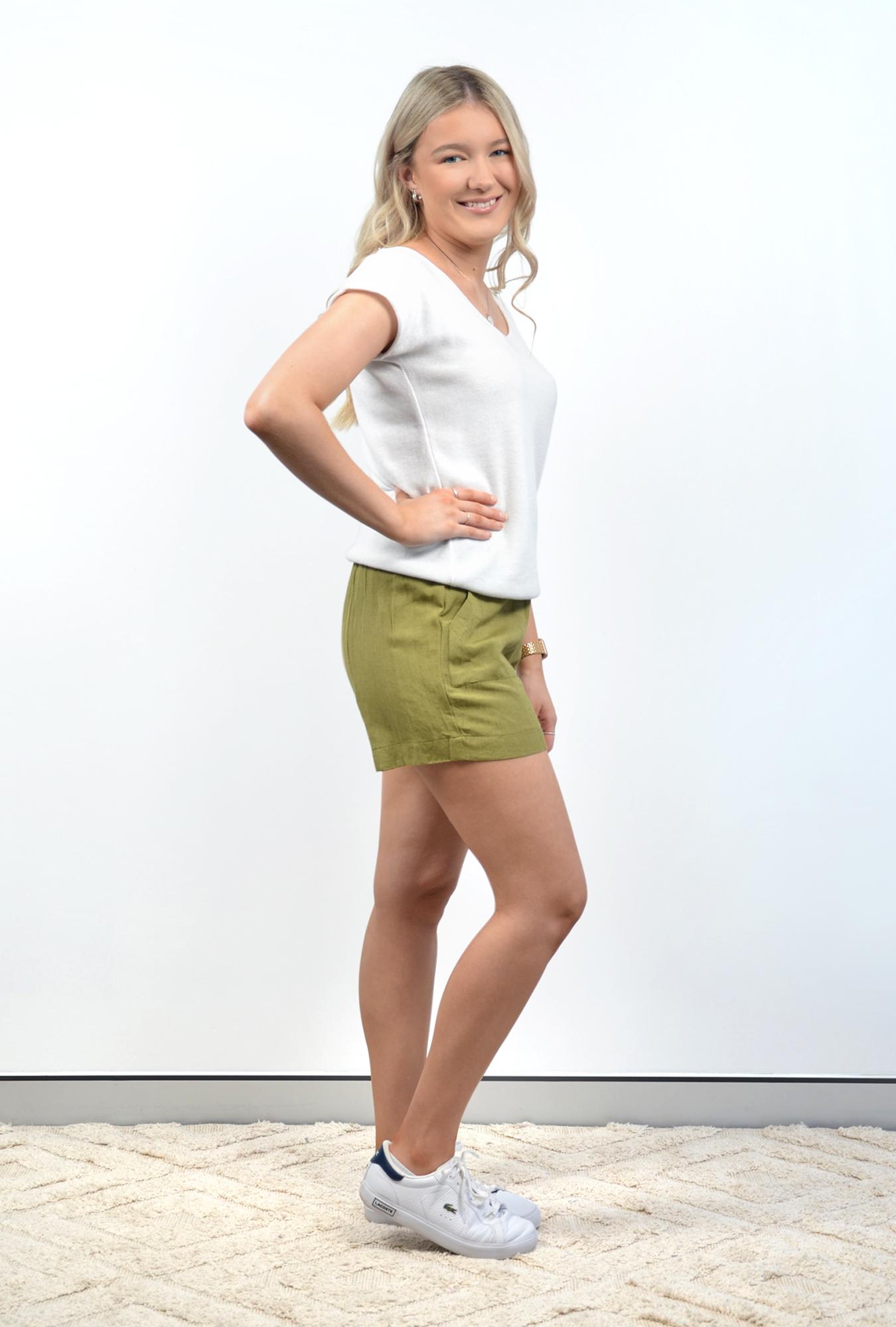 Luna Shorts in Olive