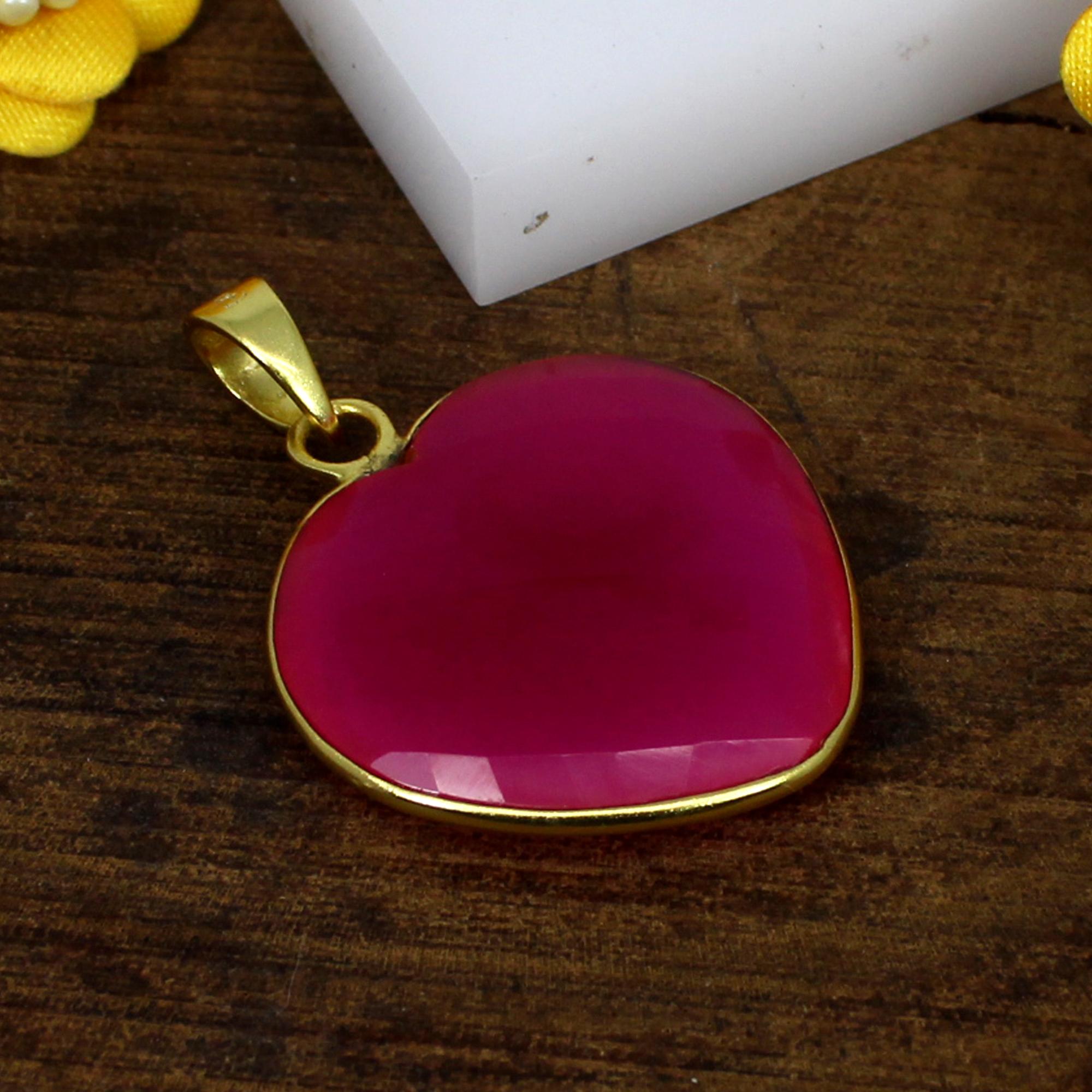 Exclusive Women Jewelry Fuchsia Chalcedony Gemstone Pendant Brass Gold Plated Pendant Romantic Heart Designer Pendant