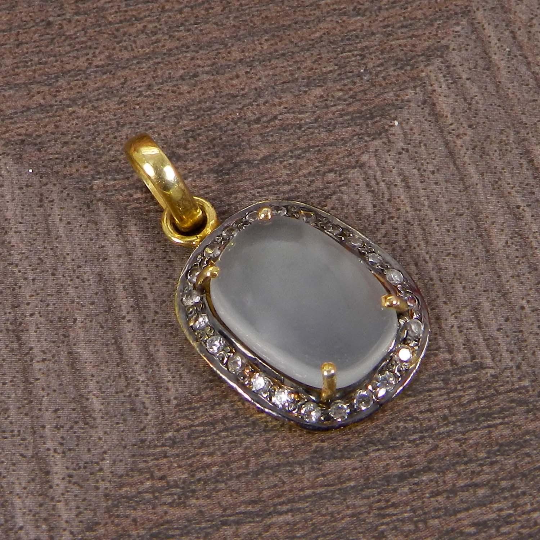 Natural Chalcedony 925 Sterling Silver Designer Prong Set Pendant