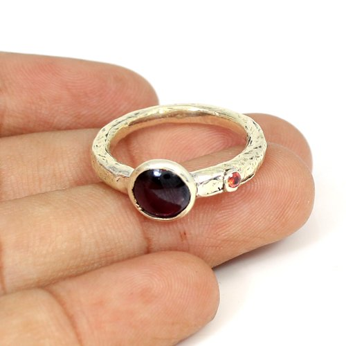 Natural Garnet Gemstone Ring Solid 925 Sterling Silver Rings Hammered Designer Dainty Rings Women Statement Rings Casual Ring